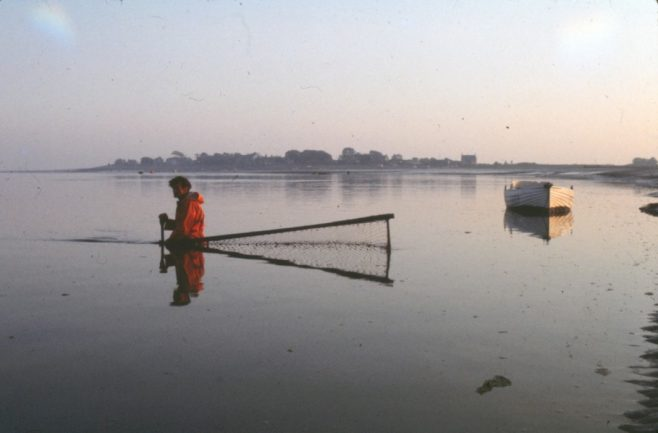 Fisherman Tom Smith placing a haaf net across the current | Alan Smith