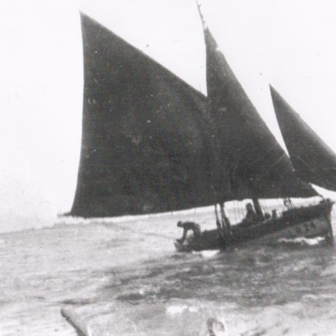 Linda sailing down the Ring Hole | Keith Willacy collection