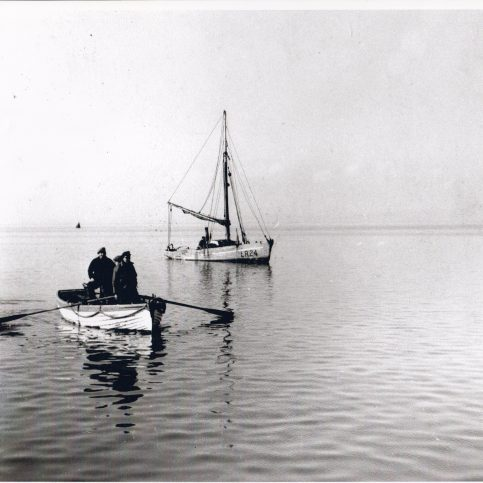 Fishermen sculling ashore with LR 24