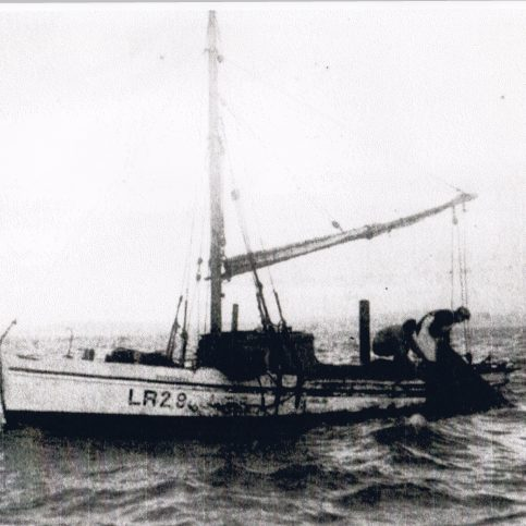 """Speedwell"" LR 29, hauling her fish trawl in Ulverston Channel"