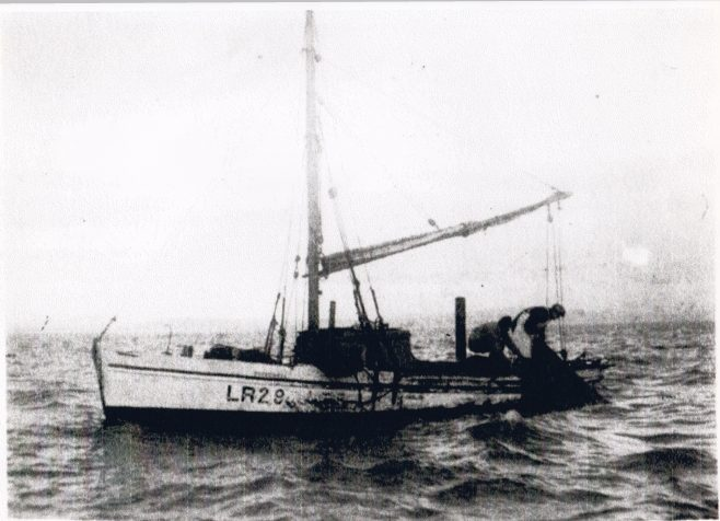 Speedwell LR 29, hauling her fish trawl in Ulverston Channel | Keith Willacy collection